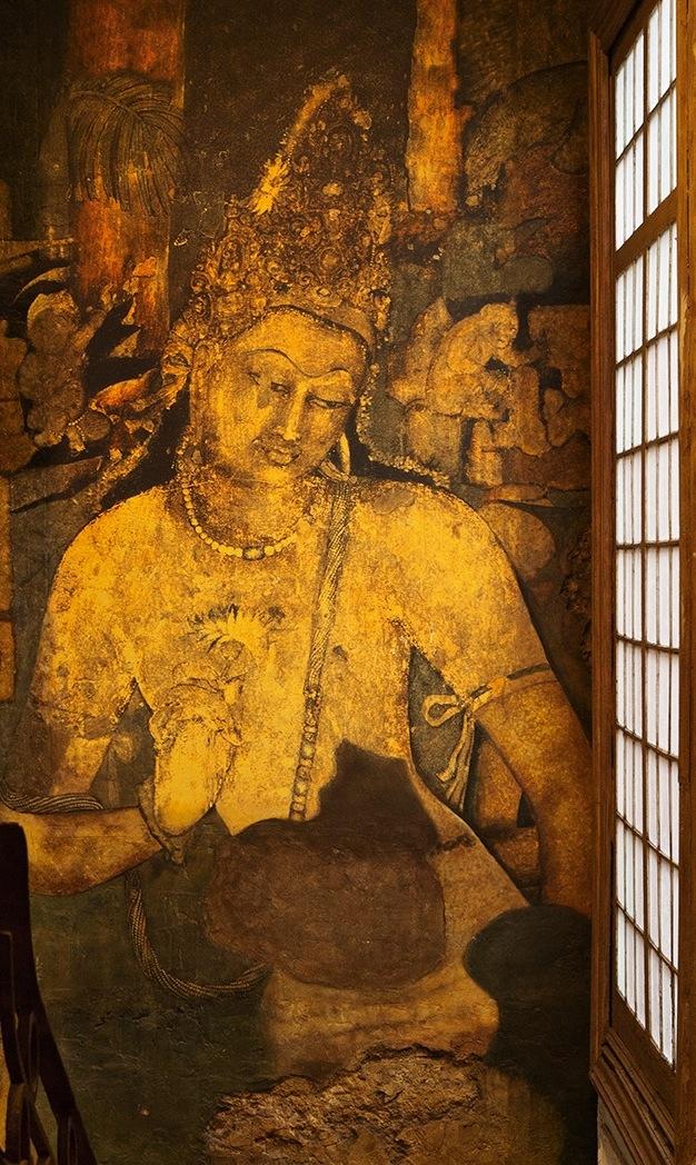 Detalle de un mural de centro budista