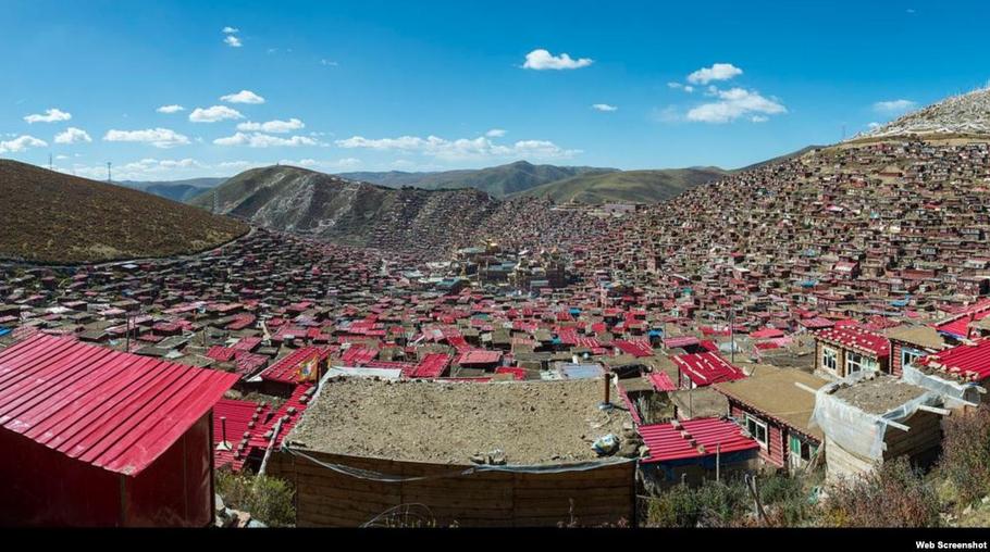 desalojan-a-miles-de-budistas-de-monasterio-del-Tíbet